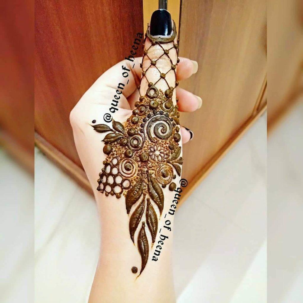 simple mehndi design on fingers